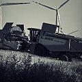 Lipcowy taniec gigantów #JohnDeere #WojciechWrzesień #fotmart #fotosik #pole #rzepak #lipiec #kombajn #ifa #WMoimObiektywie #taniec #zmagania #laas