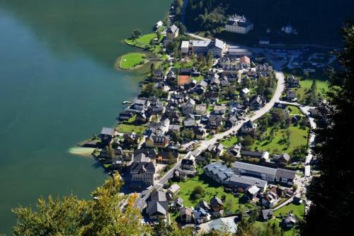 Austria .... Hallstatt z lotu ptaka ... #Austria #Hallstatt #panorama #widok #zabytki #woda #zwiedzanie #CZARNYRYCERZ