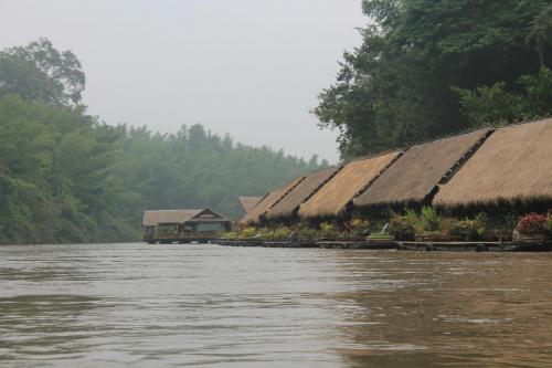 Zakole rzeki Kwai , siedliska na wodzie #Tajlandia