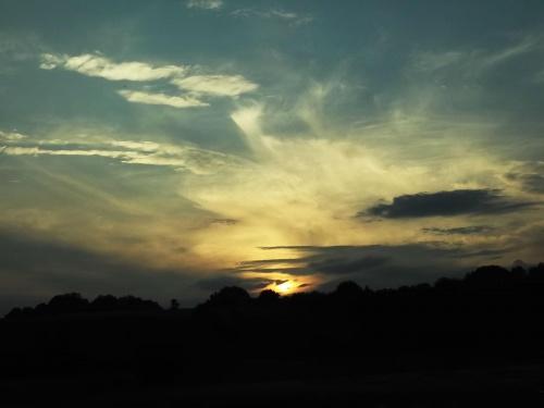 Przy zachodzie słońca, nawet banalne rzeczy nabierają sensu.