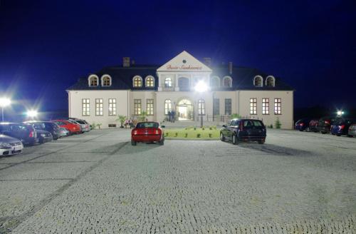 Dwór Sienkiewicz nocą #DomWeselny #DwórSienkiewicz #DwórSienkiewicza #hotel #okrzeja #PokojeNoclegowe #restauracja