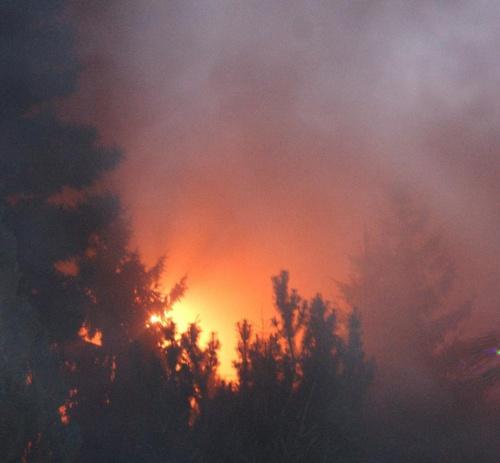 Poną góry, płoną lasy, ale niekoiecznie, płoną ..., ... #dzrzewa #noc #płonie #pożar #wieczór