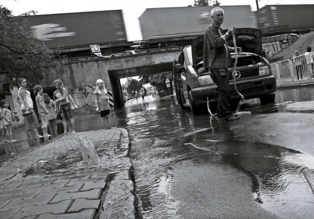 Problemy współczesnego świata - pogoda, a działalność człowieka. #fotosik #fotmart #dzikapolska #ulewa #deszcz #Świebodzin #wojtekwrzesien #WojciechWrzesień #WMoimObiektywie #problemy #świat #współczesność #fotografia #kraj #krajobraz
